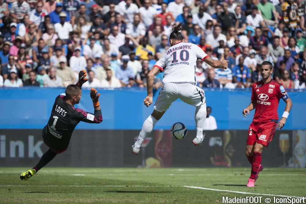 Zlatan Ibrahimovic (PSG) souffre du genou et pourrait rater l'ouverture de la Ligue 1.