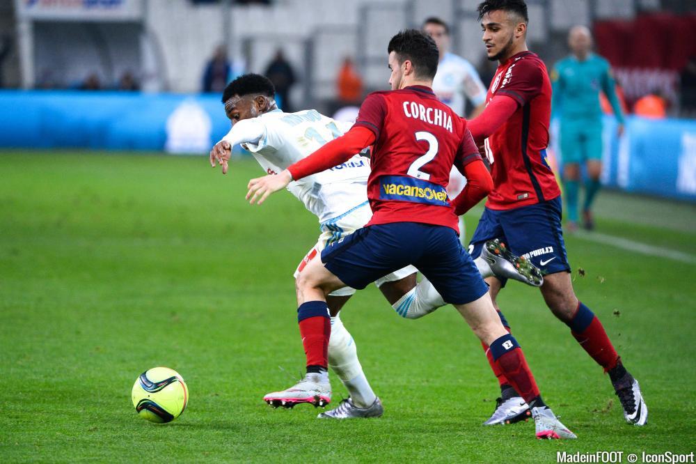Sébastien Corchia à la lutte avec Georges-Kévin Nkoudou lors du match de Ligue 1 Marseille -Lille en 2016