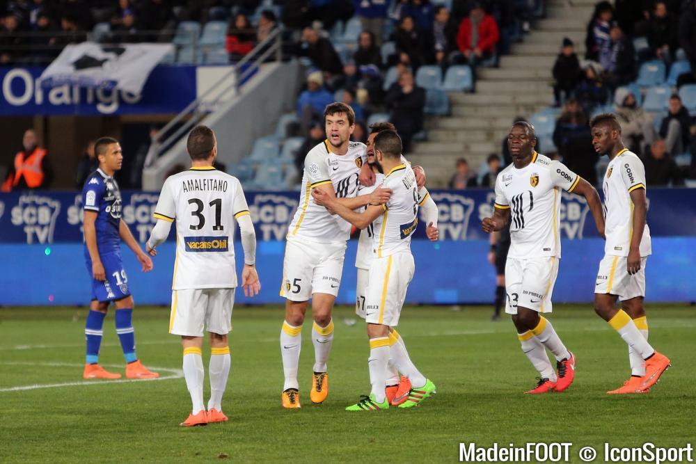 Les compos officielles du match entre le FC Nantes et le LOSC.