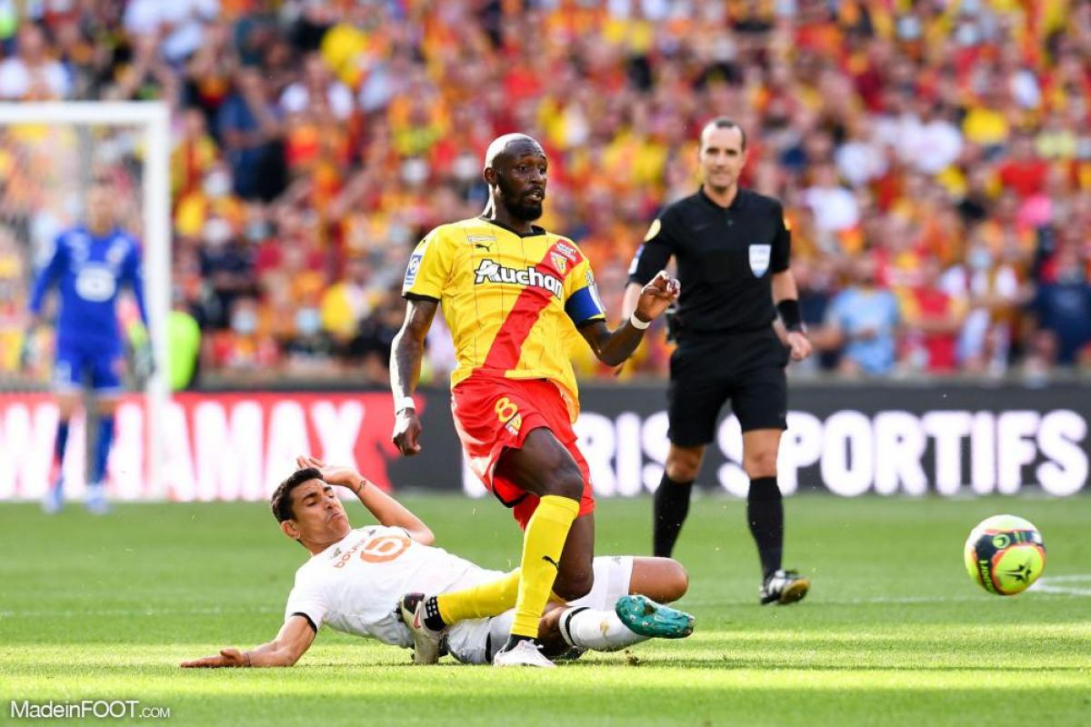 Le derby du Nord entre le RC Lens et le Lille OSC a été émaillé d'incidents entre supporters des deux équipes.